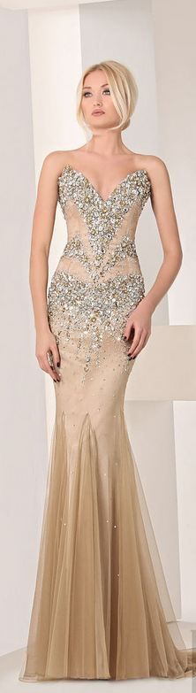 Lebanese designer Tony Chaaya unveiled his Haute Couture collection 2013 of evening dresses and gowns. Elegant Dresses, Nice Dresses, Evening Dresses, Prom Dresses, Dress Prom, Mode Glamour, Gowns Of Elegance, Formal Gowns, Beautiful Gowns