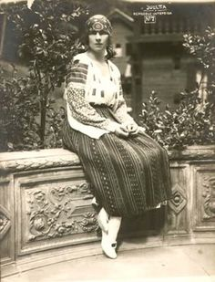 Queen Elena of Romania / Helen of Greece-Romania Michael I Of Romania, Romanian Royal Family, Grand Duchess Olga, Queen Mary, Ferdinand, 80s Fashion, Greece, Royalty, Traditional