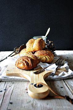 Petit Gateau: Franzbrötchen mit Marzipan-Zimt-Füllung {mein Gastbeitrag zum Blogevent der Foodistas zum 1. Bloggeburtstag}