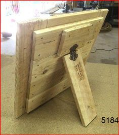 Pallet Picture Frames, Pallet Pictures, Picture On Wood, Pallet Crafts, Diy Pallet Projects, Wooden Crafts, Pallet Ideas, Wood Ideas, Pallet Designs