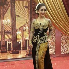 Kebaya keren Black And White Wedding Theme, Wedding Costumes, Kebaya, Traditional Dresses, Kimono, Sari, Culture, Formal, Southeast Asia