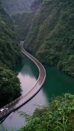 Pontoon Bridge in the Hubei Province in China Südamerikanische Reiseziele Pontoon Bridge in the Hubei Province in China Beautiful Roads, Beautiful Places To Travel, Wonderful Places, Cool Places To Visit, Beautiful Landscapes, Nature Photography, Travel Photography, Photography Photos, London Photography