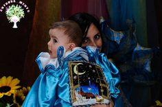 Così ho fatto mascherare il mio piccolo Giovanni al suo primo carnevale: il riquadro dipinto a mano applicato alle sue spalle ha due piccole chicche come dettagli: sul libro c'è il suo nome e sull'orologio la sua data di nascita