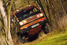 """""""Eier legende Wollmilchsau"""" – daran denkt man sofort, wenn man sich mit diesem VW T3 syncro befasst. Denn der Ex-Bundeswehr-Bully wurde zum rundumvernetzten Offroad-Camper."""