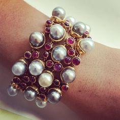 """129 gilla-markeringar, 4 kommentarer - Macklowe Gallery (@macklowegallery) på Instagram: """"Beauty by Boivin #Boivin #Bracelet #18kgold #pearl #ruby #diamond #jewelryart #jewelrydesigner…"""""""