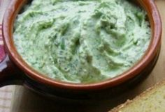 Medvehagymás túrókrém | NOSALTY – receptek képekkel Guacamole, Food Porn, Food And Drink, Healthy Recipes, Healthy Food, Dinner, Cooking, Ethnic Recipes, Pesto