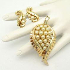 CROWN TRIFARI Pat Pend 1954 Vintage Brooch Pin Earrings Faux Pearls Leaves