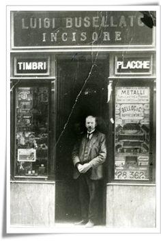 (old shops in Genoa, les historique boutiques à Gênes,histórico tiendas en Génova,Antigas lojas em Génova,Старые магазины в Генуе,ジェノバ...