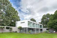 A spectacular 5-bedroom contemporary house in Hampshire