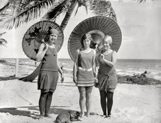 Love the parasols. #vintage #retro