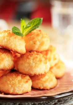 Who doesn't love a quick Coconut Macaroon recipe? Almond Macaroons, Snack Recipes, Snacks, Dinner Recipes, Macaroon Recipes, Coconut Recipes, Tray Bakes, Dairy Free, Gluten Free