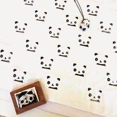 emma en mona: schoolreis in stijl. Pandastempel op witte stof