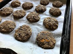 Υγιεινά μπισκότα βρώμης με μόλις τρία υλικά! Δοκιμάστε τα! Sweet Recipes, Snack Recipes, Healthy Snacks, Healthy Recipes, Light Diet, Sugar Free, Bakery, Sweets, Vegan