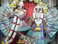 6-Dec-2014 Darshan   Download high resolution pics at z — at Iskcon Bangalore