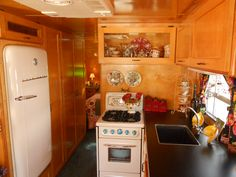 vintage camper interior with same layout as my lake trailer. I need to find that little stove! Vintage Campers Trailers, Vintage Caravans, Camper Trailers, Vintage Motorhome, Retro Campers, Happy Campers, Teardrop Camper Interior, Vintage Camper Interior, Trailer Decor