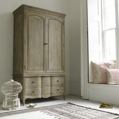 a wardrobe that you could fall in love with Pascale – French-style, Hand Carved Weathered Oak Wardrobe Oak Wardrobe, Wooden Wardrobe, Wardrobe Design, Armoire Wardrobe, French Furniture, Home Furniture, Furniture Design, Furniture Ideas, Dreams Beds