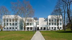 Richard Meier Frankfurt Museum courtyard view