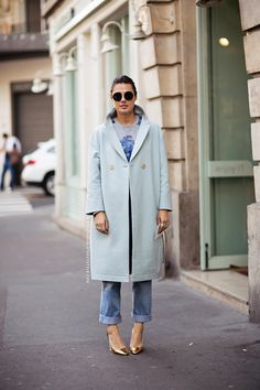 what to wear in bad weather: Because, really, what does one wear to Fashion Week under the current climatic circumstances? Street Style Stockholm, Duffle, Parka, Mode Inspiration, Street Chic, Denim Fashion, Passion For Fashion, What To Wear, Winter Fashion