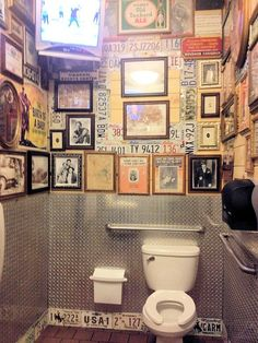 11 coole Toiletten Deko Ideen - Deko # # ideen Source by susididdl Wc Retro, Retro Cafe, Bathroom Inspiration, Interior Inspiration, Toilet Quotes, Bar Deco, Wc Decoration, Black And Gold Bathroom, Wc Design