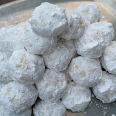 Wedding Cake Recipes Mexican Wedding Cake Cookies: Not sure these are even healthy-ish, but they are my faves! - At their best, the snowy, powdered sugar-coated holiday cookies called Mexican Wedding Cakes or Russian Teacakes are a delicate revelatio. Crinkle Cookies, Snowball Cookies, Holiday Cookies, Owl Cookies, Mexican Wedding Cake Cookies, Italian Wedding Cookies, Mexican Cookies, Mexican Wedding Cake Recipe, Holiday Baking