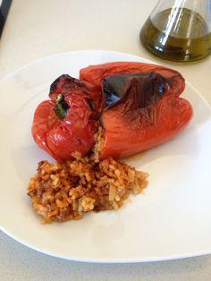 Pimiento rojo relleno de carne y arroz en olla GM E
