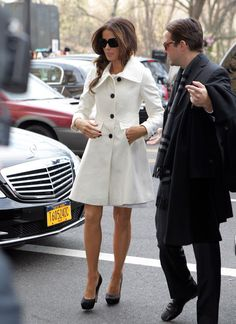 <3 Kate Beckinsale's white coat!
