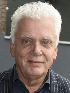 Jan Slagter 03-03-1954 Nederlands omroepbestuurder en televisiepresentator. In 2002 richt Jan Slagter Omroepvereniging MAX op. Op 3 september 2005 zendt zij haar eerste televisieprogramma 'Van Nul naar MAX' uit. In september 2010 verwerft MAX haar definitieve erkenning. Jan Slagter is behalve directeur ook presentator van o.a. MAX Maakt Mogelijk, MAX Geheugentrainer, Missie MAX, MAX Proms, Carnaval, bloemencorso's. Slagter is getrouwd, heeft twee kinderen . https://youtu.be/QujVQif4xDg