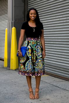 Style Inspiration: The Best Street Style at NY Fashion Week Spring 2014 >> Shiona Turini pared down a bold full skirt with a t-shirt and strappy heels. Ny Fashion Week, Look Fashion, Fashion Models, Skirt Fashion, Ankara Fashion, Net Fashion, Fashion Photo, Fall Fashion, Fashion Outfits