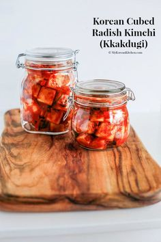 How to make authentic radish kimchi - KKakdugi. Kkakdugi is Korean cubed radish kimchi made with daikon. It& spicy, crunchy and delicious! Korean Radish Kimchi Recipe, A Food, Food And Drink, Korean Side Dishes, Korean Kitchen, Fermented Foods, Korean Food, Vietnamese Food, Pickling