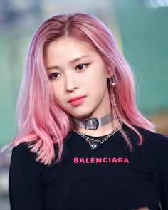 Ryujin ~ showing good taste with the same / similar top as worn by Soojin of G-Idle. Looks great on both of them. Balenciaga one of my favs - I treasure my Balanciaga necktie and shirt. Kpop Hair Color, Hair Color Pink, Pink Hair, K Pop, Kpop Girl Groups, Kpop Girls, Korean Girl, Asian Girl, Hair Icon