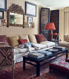 T Magazine just published the Upper East Side apartment of textile designer Lisa Fine and it is just as gorgeous as one would imagine. Fine'sprints are among my all-time favorites (see here), and her home showcasesher talent for layering pieces collected around the world. My favorite room has to be the designer'sbedroom with its walls …