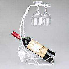 Grapevine Wine and Glass Holder Welding Art Projects, Metal Projects, Metal Crafts, Wine Bottle Holders, Glass Holders, Cheap Table Centerpieces, Glass Wine Cellar, Beer Factory, Wedding Cake Display