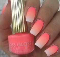 Tendance Vernis : Ombre nails are very trendy now. You can achieve the desired effect by using nail polish of different colors. To help you look glamorous we have found 30 pictures of beautiful nails. Neon Nails, Cute Acrylic Nails, Matte Nails, Imbre Nails, Acrylic Summer Nails Beach, Beach Holiday Nails, Nagellack Trends, Cute Nail Designs, Ombre Nail Designs