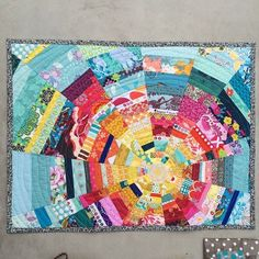 Beautiful design created through patchwork - can envision this with upcycled fabrics Patchwork Quilt, Scrappy Quilts, Mini Quilts, Quilting Projects, Quilting Designs, Quilt Design, Quilting Ideas, Anni Downs, Rainbow Quilt