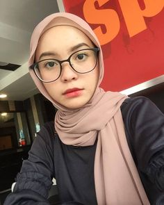 pemuas nafsu Hijab Fashion, Fashion Outfits, Beautiful Hijab, Niqab, Model, Blog, Fun, Accessories, Fin Fun