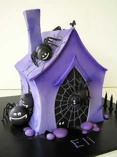 Purple Spider House Cake | #fall #autumn #halloween #treats
