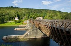 Roebling Aqueduct on the Delaware River (© Philip Scalia/Alamy)