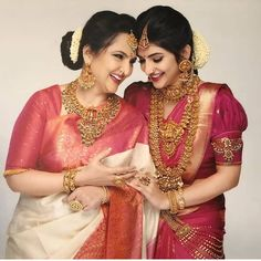 Photo shared by Brides Of Bangalore Official on May 2020 tagging Image may contain: 2 people, closeup Indian Bridal Sarees, Indian Bridal Outfits, Indian Bridal Fashion, Wedding Outfits, Indian Dresses, Saree Wedding, Wedding Bride, Punjabi Wedding, Wedding Goals
