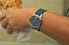 Wearing the Zeitwinkel galvanic blue - weekly market where you can find the best freshly baked bread all over the Swiss Jura region. Freshly Baked, Bread Baking, Leather, How To Wear, Blue, Accessories, Baking, Ornament