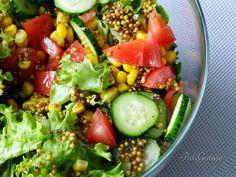Sałatka na grilla powstaje z połączenia świeżych i chrupiących warzyw oraz aromatycznego sosu na bazie musztardy francuskiej.