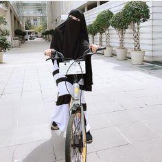 Amboi Kak Amira nek basikal tu nak ker mana? Ker hati kiter ker? . Comei nau..macam budak-budak belasan tahun jer kan. Tambah seri dengan pilihan niqab dari #qibtiyyahexclusive  . Love ker tidak? . #niqab #niqabi #niqabmalaysia #niqabmurah #niqabninja #niqabis #niqabberkualiti #purdahhitam #instantshawl #GangNiqabParadise #GangNiqabParadisePenang #GangNiqabParadiseBukitMertajam #GangNiqabParadiseSeberangPerai #GNPTEAM #niqab #niqabi #niqabmalaysia #niqabmurah #niqabninja #niqabis #niqab... Face Veil, Hijab Niqab, Queen Love, Modest Outfits, Sexy Body, Instagram Fashion, Muslim, Photoshoot, Hijabs