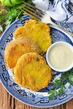 You don't have to wait for your next restaurant meal to enjoy a Southern Fried Green Tomatoes recipe this season! Green Tomato Recipes, Southern Recipes, Southern Food, Fried Green Tomatoes, Kitchen Recipes, Great Recipes, Fries, Stuffed Peppers, Meals
