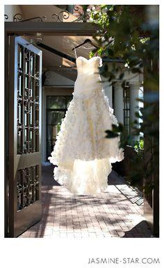 FAQ : How to Photograph a Wedding Dress - Jasmine Star Photography Blog