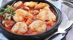 Pescadilla en salsa marinera con patatas