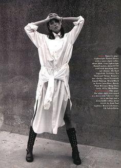"US Harper's Bazaar August 1993 ""A White Shirt"" Model: Christy Turlington Photographer: David Sims Stylist: Unknown Hair: Guido Palau Makeup: Dick Page Christy Turlington, Fashion Gone Rouge, 90s Fashion, Fashion Trends, Vintage Vogue, Vintage Fashion, Images Instagram, Skirt Mini, David Sims"