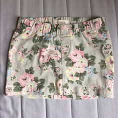 Floral Mini Skirt F21 F21 denim beige mini skirt with pink floral pattern. Stretchy fabric and elastic waistband. 2 back pockets. Faux fly. Size 26 Forever 21 Skirts Mini