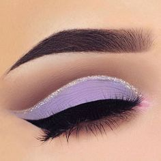 Lilac eyes > guys ✌️✨✨ #makeupinspo #bbloggers #glittermakeup