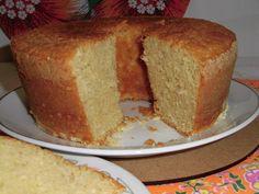 Bolo de fubá com coco de liquidificador. Cornmeal cake with coconut in blender.