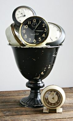 Vintage time via ZsaZsa Bellagio: Shabby, Rustic, French Country Flavor Vintage Alarm Clocks, Old Clocks, Antique Clocks, Black Clocks, Tick Tock Clock, Radio Antigua, Rustic French Country, Time Clock, Displaying Collections