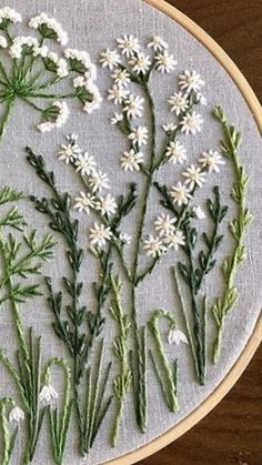 Diy Embroidery Silk Ribbon Embroidery Cross Stitch Embroidery Embroidery Patterns Embroidered Flowers Yarn Crafts Needle And Thread Needlework Le Point Diy Embroidery Flowers, Simple Embroidery, Silk Ribbon Embroidery, Embroidery Hoop Art, Crewel Embroidery, Cross Stitch Embroidery, Embroidery Needles, Embroidered Flowers, Fabric Flowers